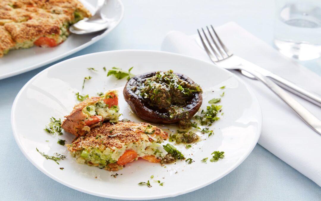Broccoligratin med stegte svampe og grøn pesto
