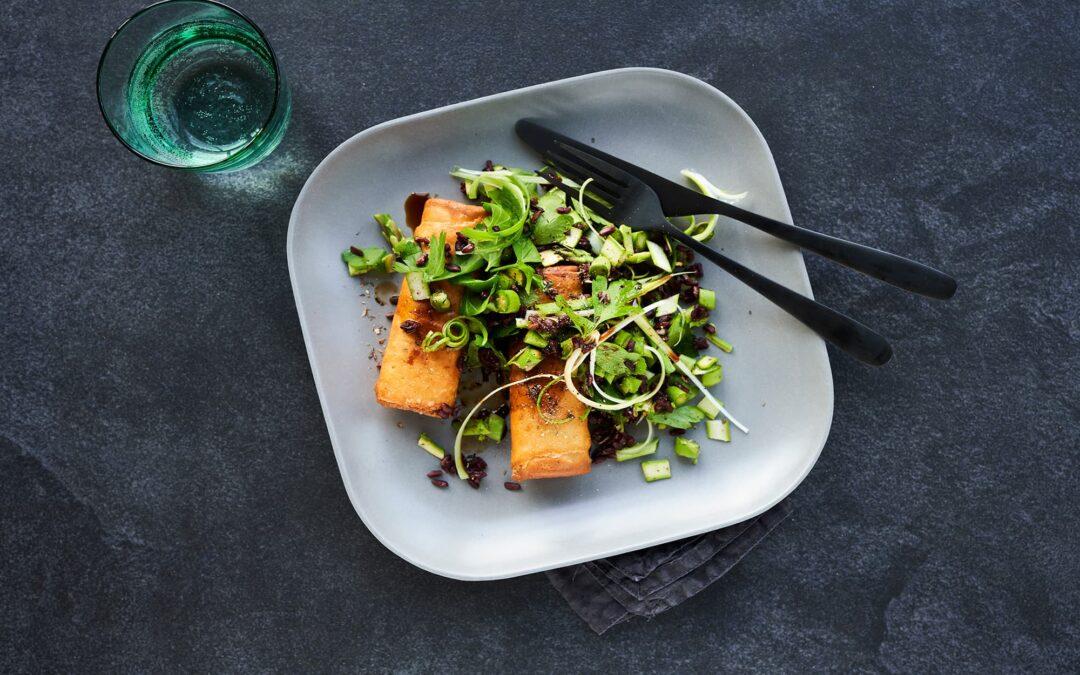 Classic forårsruller til pande med aspargessalat, forårsløg og vilde ris