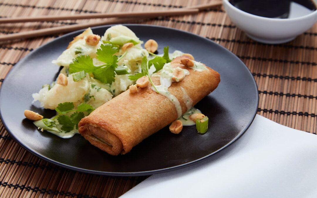 Forårsruller med oksekød serveret med bagt selleri thai style