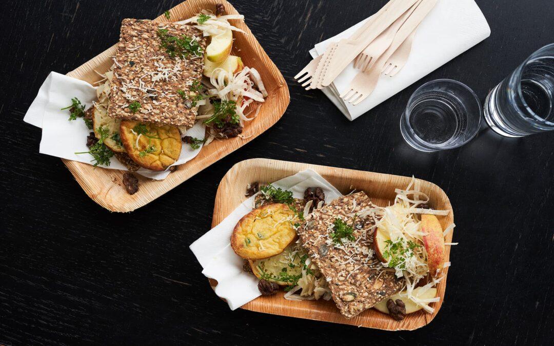 Knækbrød med Soufflé blomkål, valnøddeknas og selleri-æblesalat