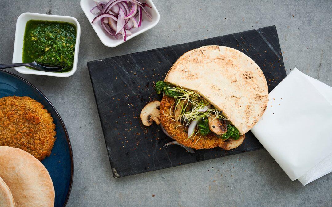 Lun pita med Veggie Burger vegan, spirer og ristede svampe