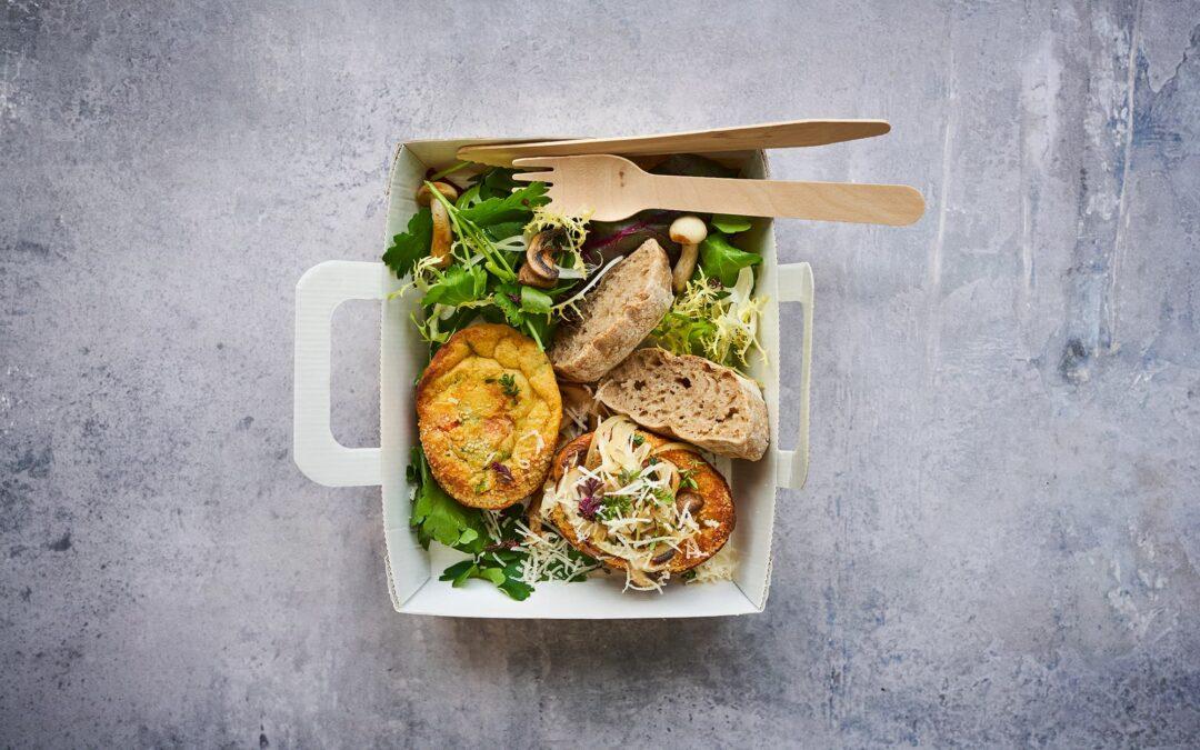 """Mini Soufflé med broccoli og gulerødder """"en cocotte"""" med ost og timian-svampe"""