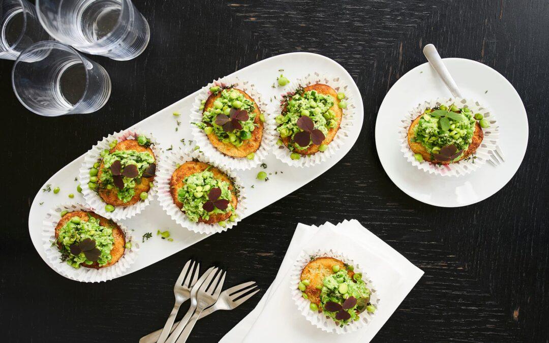 """Mini Soufflé med broccoli og gulerødder som """"cupcakes"""" med grøn pikant topping"""