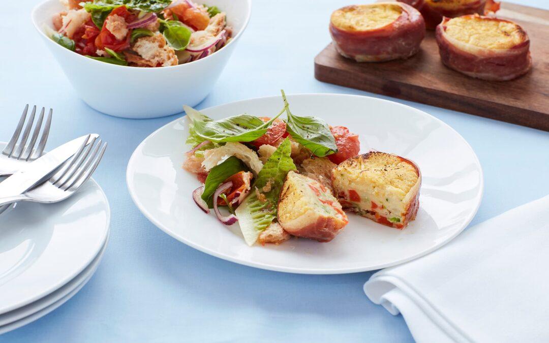 Mini Soufflé med broccoli og gulerødder bagt med parmaskinke og brødsalat