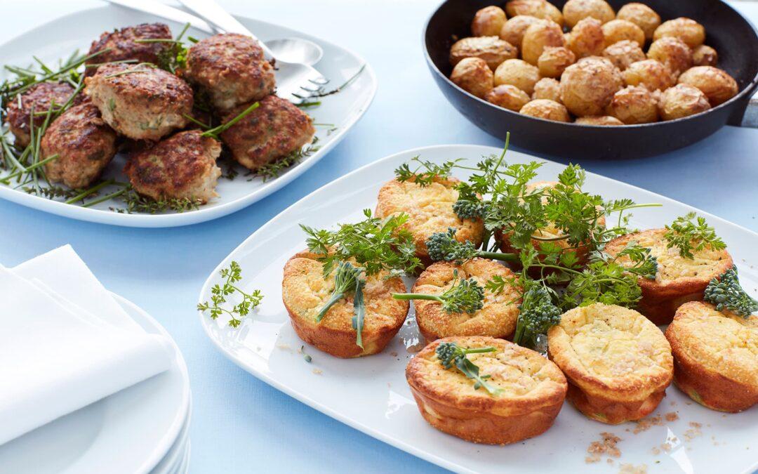 Mini soufflé med broccoli og gulerødder med krydderurtefrikadeller og ovnkartofler med røget salt