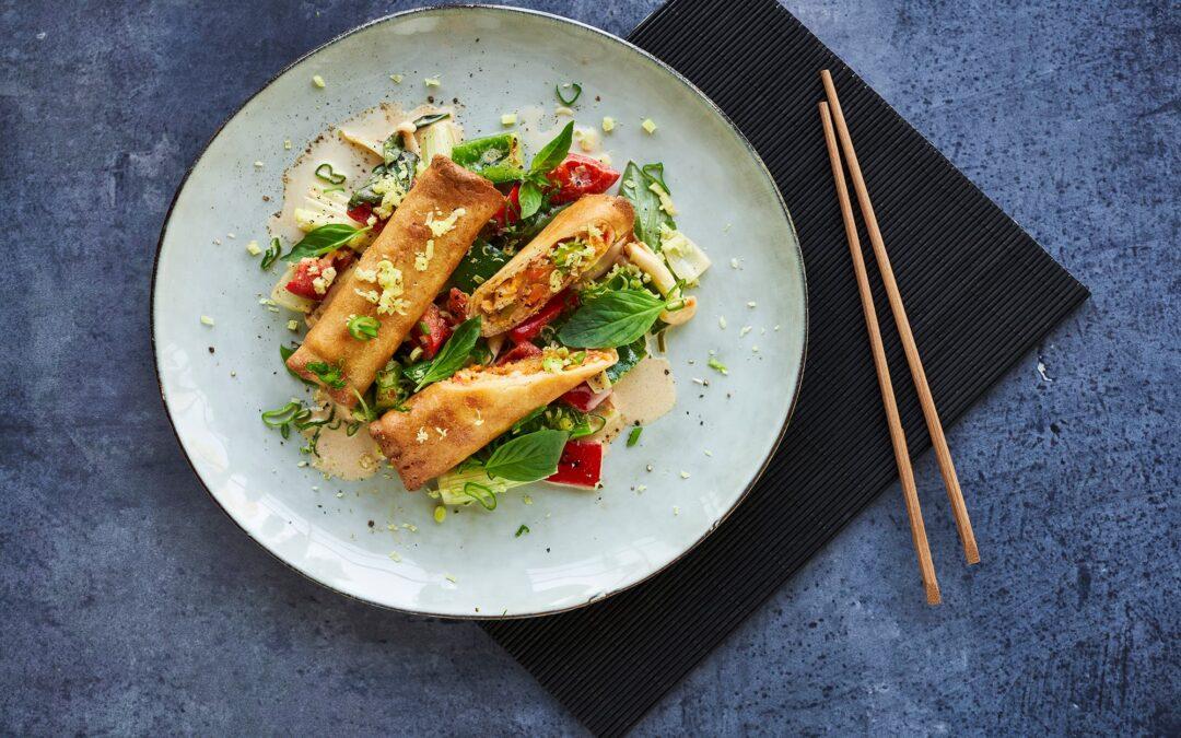 Spring Rolls Red Thai Chicken med stir fry peberfrugt og svampe i ingefærcreme